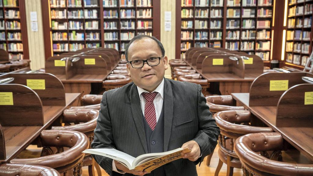 Dr Rommel, the Dubai professor who counsels Filipinos with depression, wins international educator award for his work